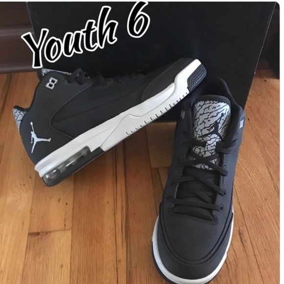 902d2ef1cbb Size 6 grade school Jordans new